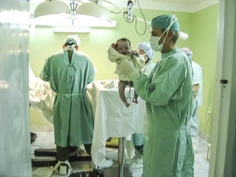 Brīnums: Piedzīvojot dzemdības 24.nedēļā, mēs ar bērniņu izturējām augsta riska grūtniecību