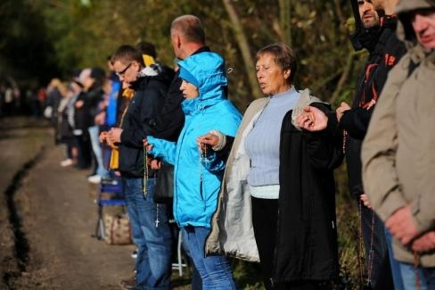 Miljons poļu vienojas Rožukroņa lūgšanā