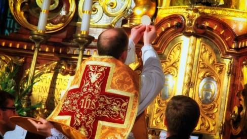 Lūzums Baznīcā