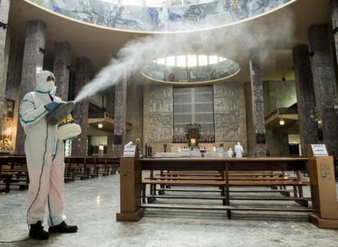 """Kristieši vairs nav traki, Svētā Mise ir kļuvusi par """"jocīgu noslēpumu"""""""