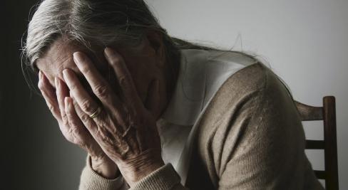 """""""Vislielākā nožēla manā mūžā"""": Pēc trīsdesmit gadiem sieviete joprojām cieš, nožēlodama abortu"""